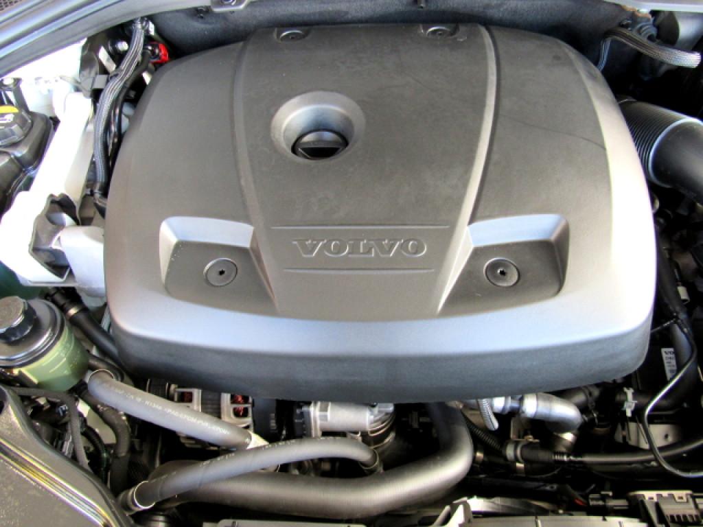 Imagem do veículo VOLVO XC60 2016 2.0 T5 MOMENTUM GASOLINA 4P AUTOMÁTICA BRANCA COMPLETA ÚNICO DONO!