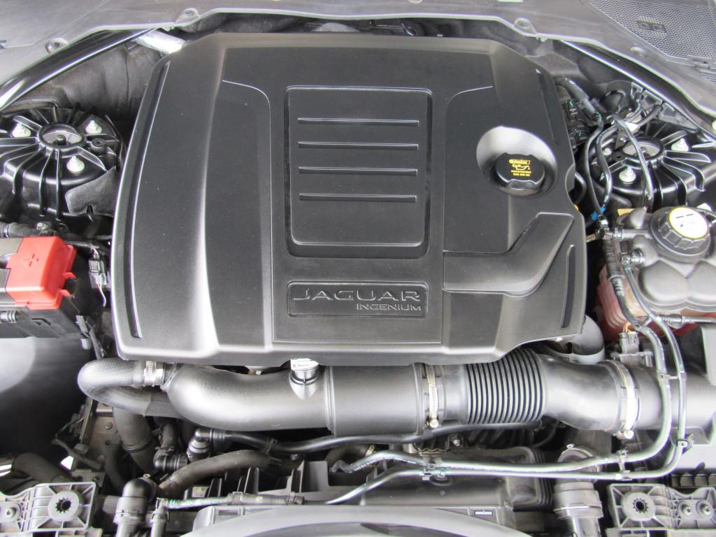 Imagem do veículo JAGUAR XE 2019 2.0 16V INGENIUM P250 GASOLINA R-SPORT 4P AUTOMÁTICO PRETO COMPLETO ÚNICO DONO!