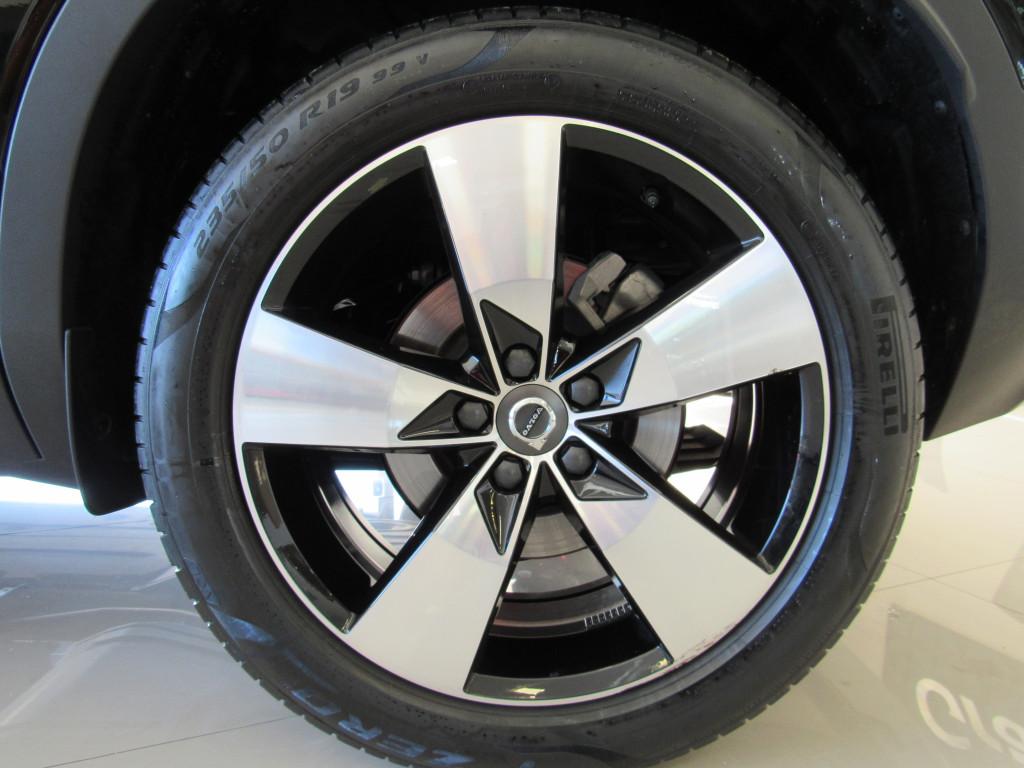 Imagem do veículo VOLVO XC40 2020 2.0 T5 GASOLINA MOMENTUM AWD GEARTRONIC PRETA COMPLETA ÚNICO DONO!