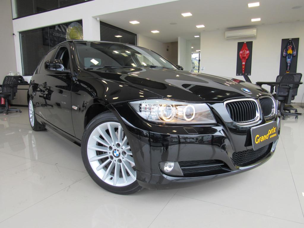 BMW 320i 2011 2.0 TOP 16V GASOLINA 4P AUTOMÁTICA PRETA COMPLETA + TETO SOLAR!