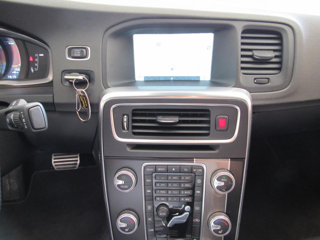 Imagem do veículo VOLVO S60 2015 3.0 T6 R-DESIGN AWD GASOLINA 4P AUTOMÁTICO PRATA COMPLETO + TETO SOLAR!