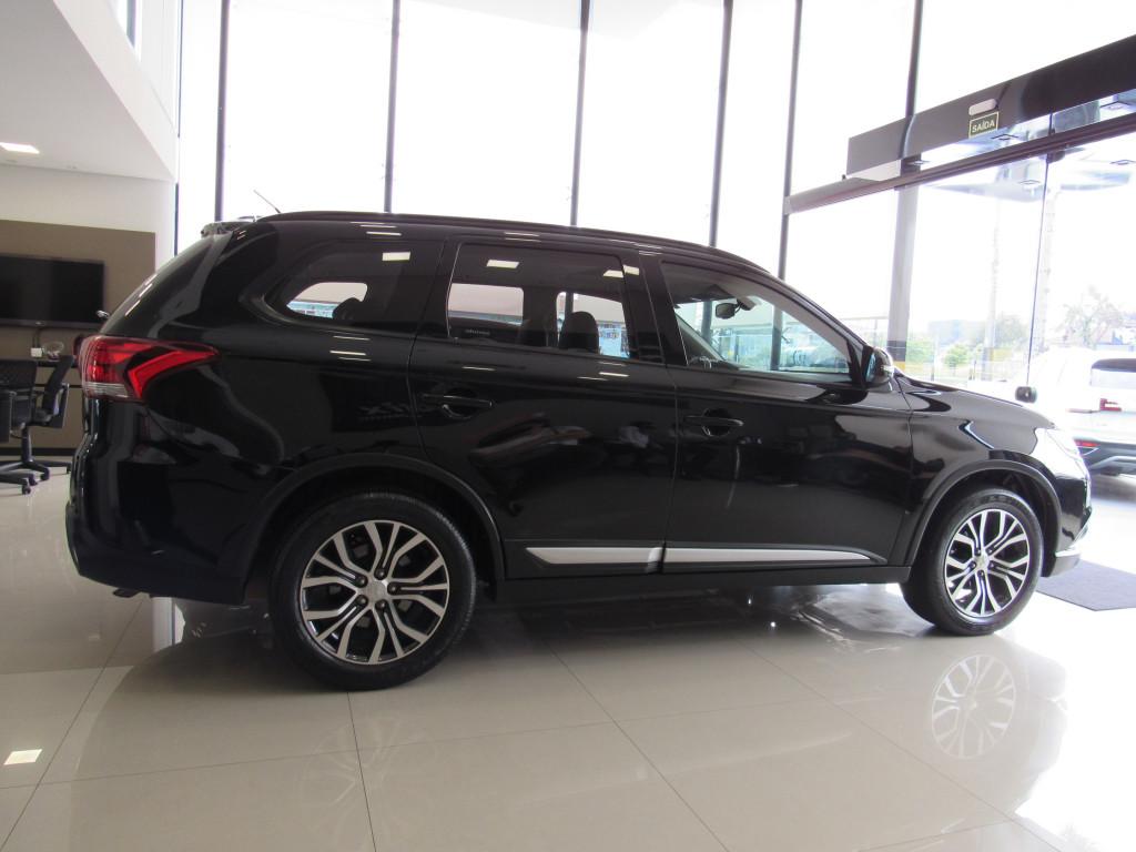 Imagem do veículo MITSUBISHI OUTLANDER 2016 2.0 16V GASOLINA 4P AUTOMÁTICA PRETA COMPLETA + BANCOS EM COURO!