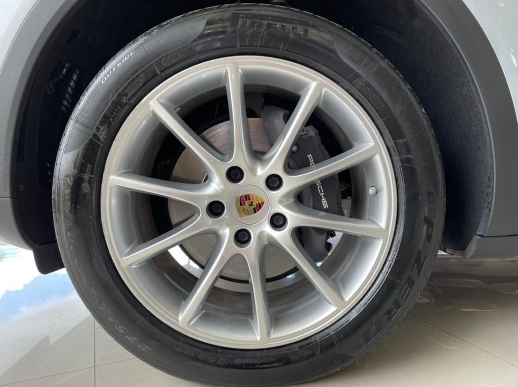 Imagem do veículo PORSCHE CAYENNE 2019 3.0 V6 GASOLINA AWD TIPTRONIC S PRATA TOP DE LINHA COM APENAS 14.000 KM!